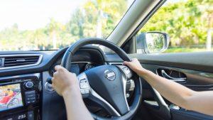 長距離運転を疲れ知らずで運転するコツは?必需品やあると便利なものも