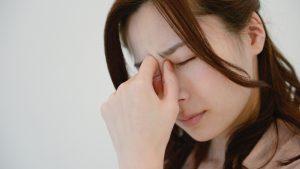 目の奥が痛いと頭痛や吐き気も!コンタクトの影響?対処法は?